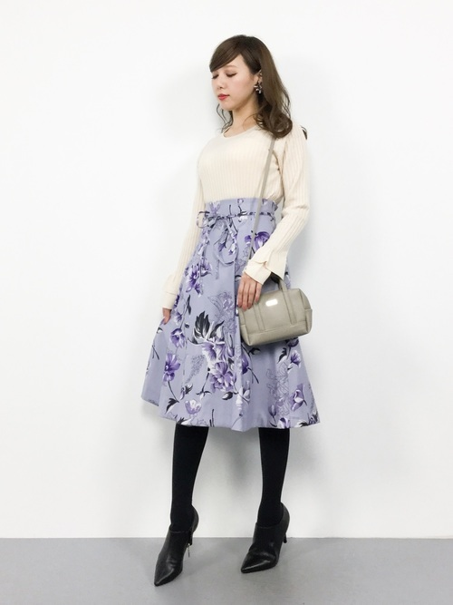 花柄スカートのエレガントファッション