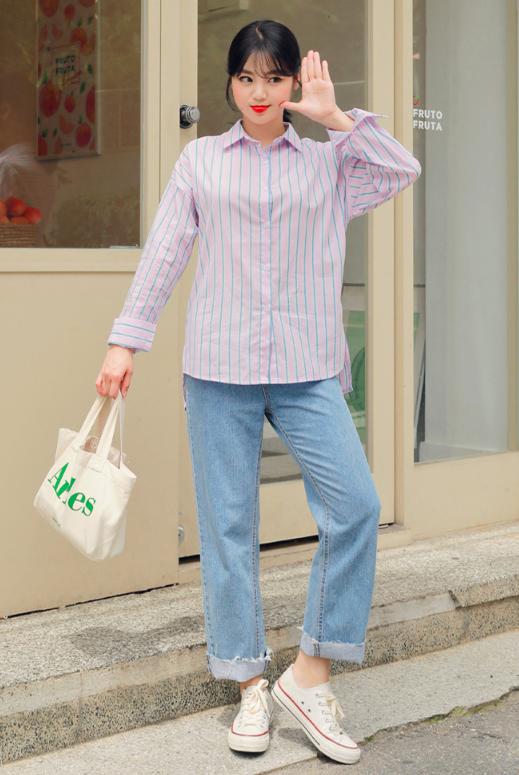 ストライプシャツを使った住宅展示場の服装