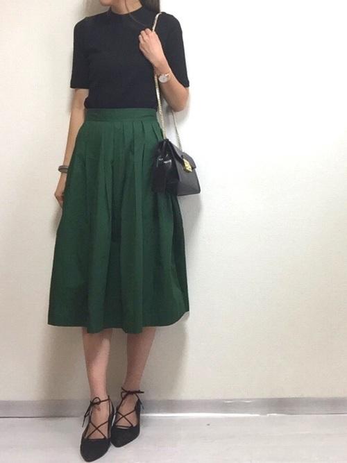 リブTシャツ×フレアスカート