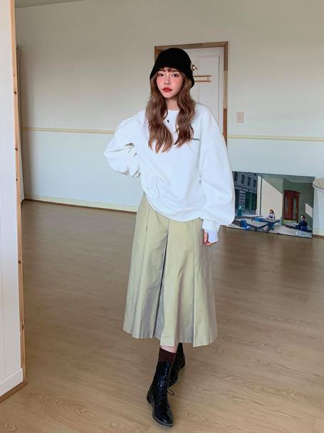 スカートを使ったアイドルライブの服装