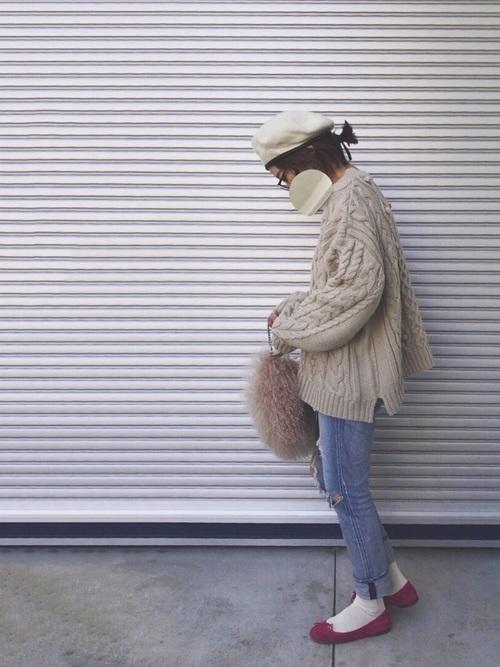 大人ガーリーにまとめたパイピングベレー帽のコーデ