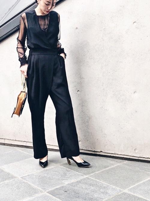 黒サロペットのドレスアップコーデ