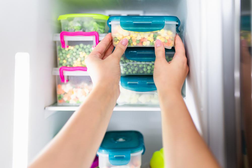 きれいに掃除された冷蔵庫