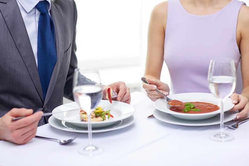 スープの食べ方のテーブルマナー