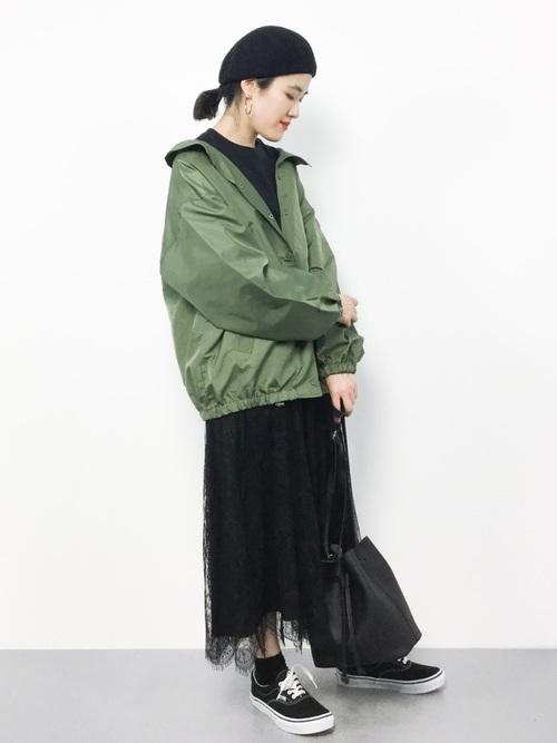 緑ジャケットの秋コーデ