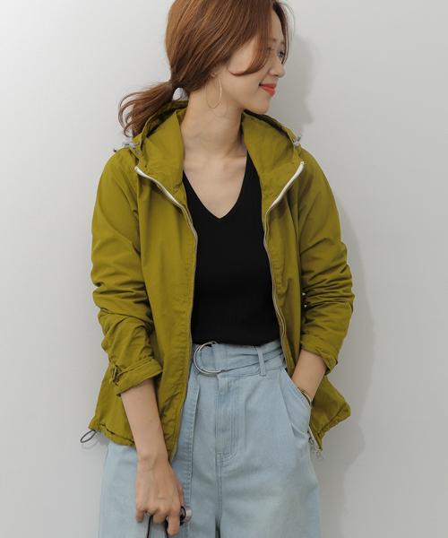 緑ジャケットの春コーデ