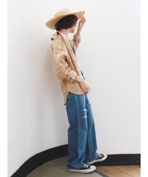 ボーイフレンドデニム×チェックシャツ×麦わら帽子のコーデ