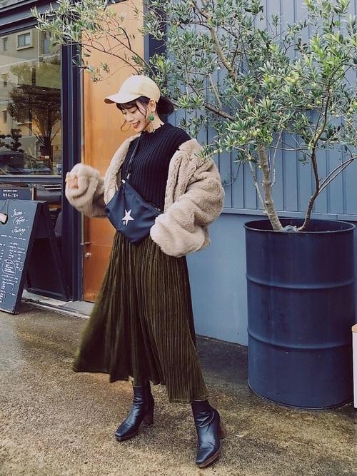 プリーツスカートを使ったベージュボアブルゾンコーデ