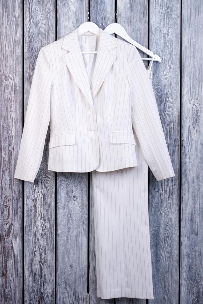 夏物のスーツ