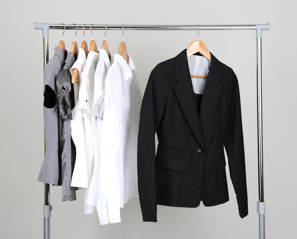 女性のスーツのジャケット