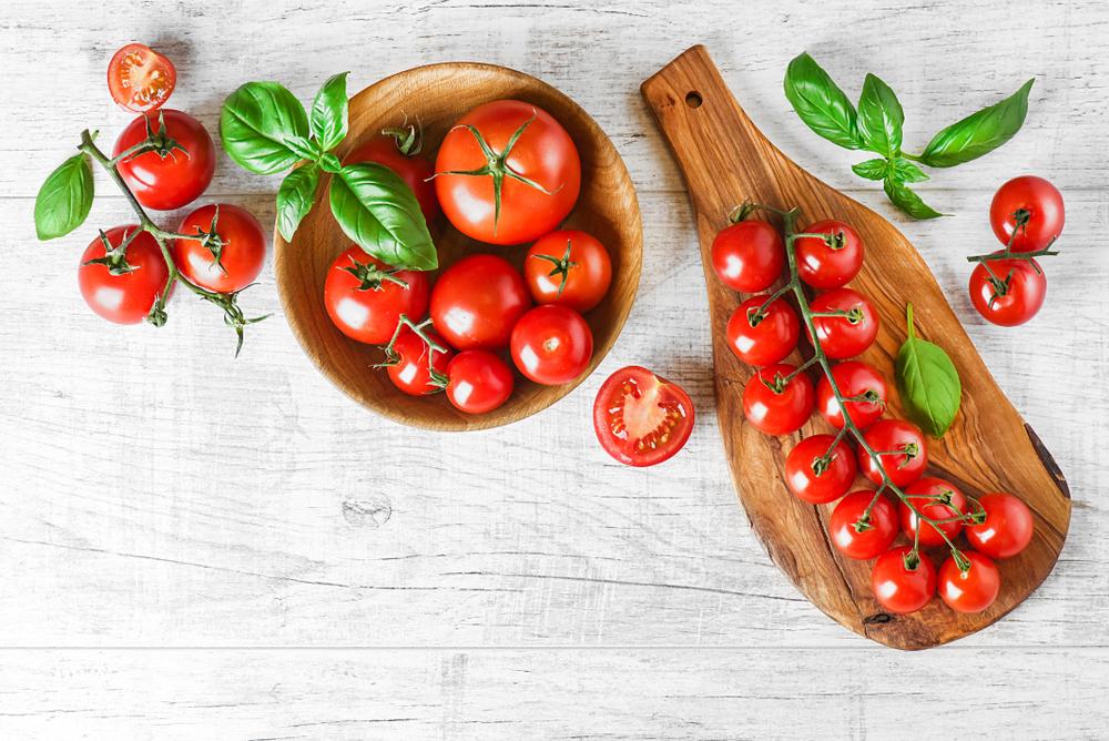 トマトとお皿