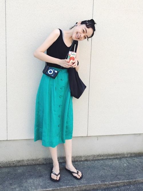 エメラルドグリーンのスカート