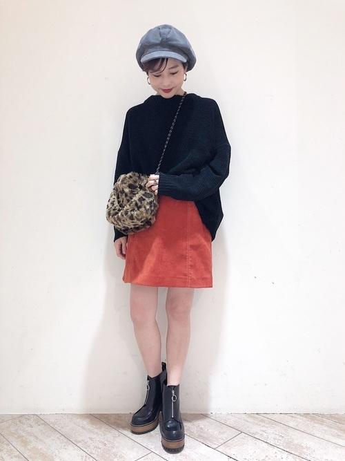 オレンジのミニスカート