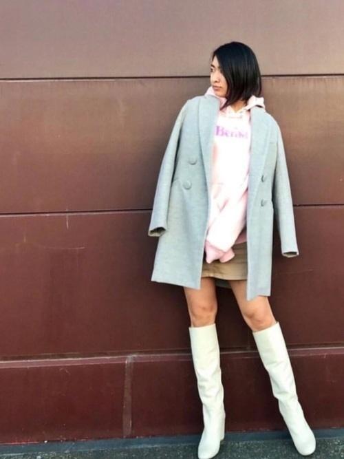 ミニスカート×白ロングブーツ