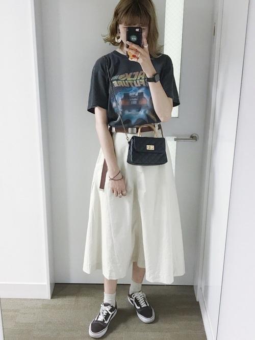 ロングスカートを使ったロックライブの服装