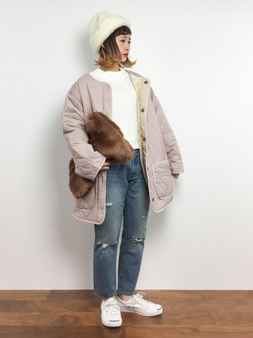 ピンクのキルティングコートを使ったコーディネート
