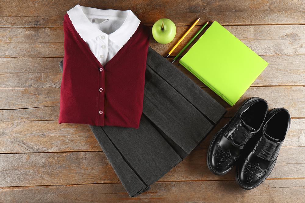 シャツとスカートとローファー