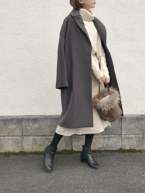 白ニットを使った江ノ島デートの服装