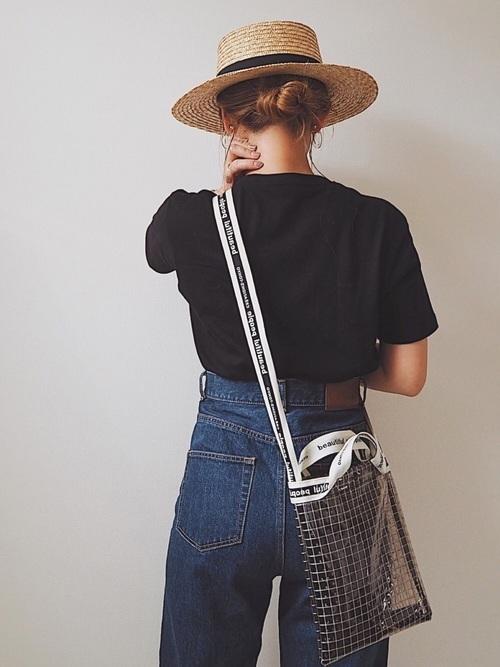黒Tシャツを使った江ノ島デートの服装