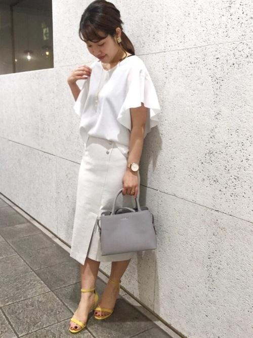 白カットソーを使った江ノ島デートの服装