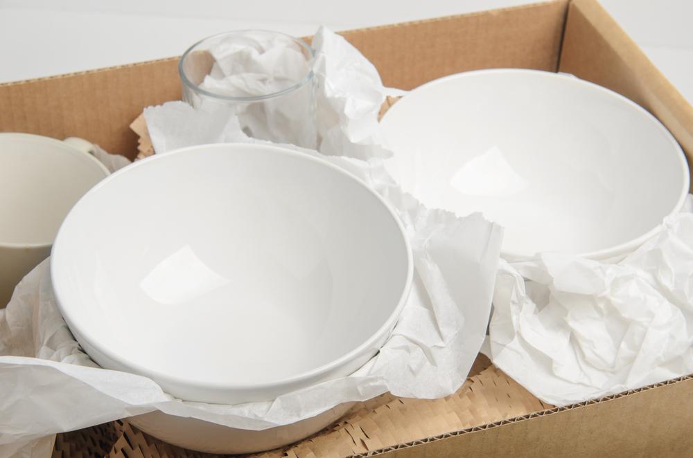 引っ越しの荷造りの皿