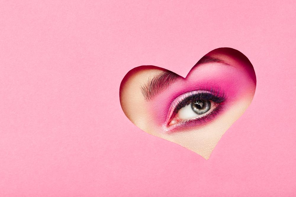 ピンクを使ったアイメイク