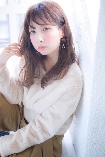 色白×ロングヘアの女性