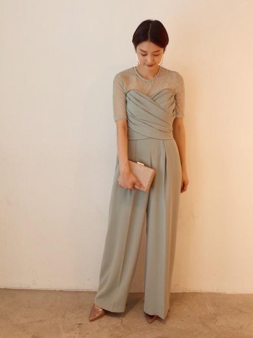 グリーンのオールインワンのパンツドレス