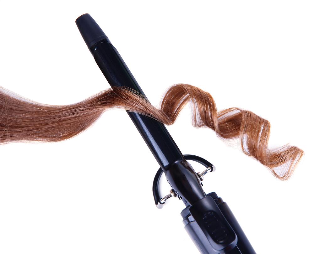 コテでカールした髪の毛