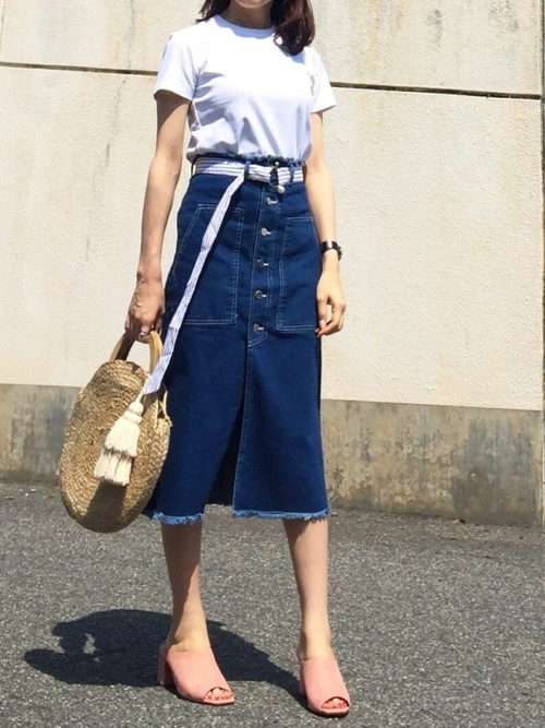 デニムスカートを使ったピンク靴コーデ
