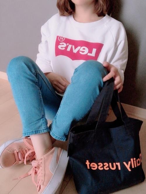 スキニーパンツを使ったピンク靴コーデ