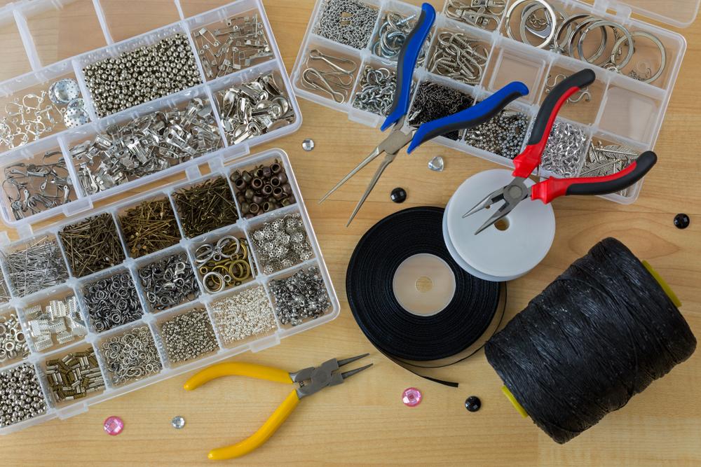 ノンホールピアスをハンドメイドする際の材料や道具