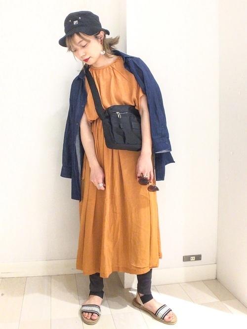 ワンピースを使ったアウトドアの服装