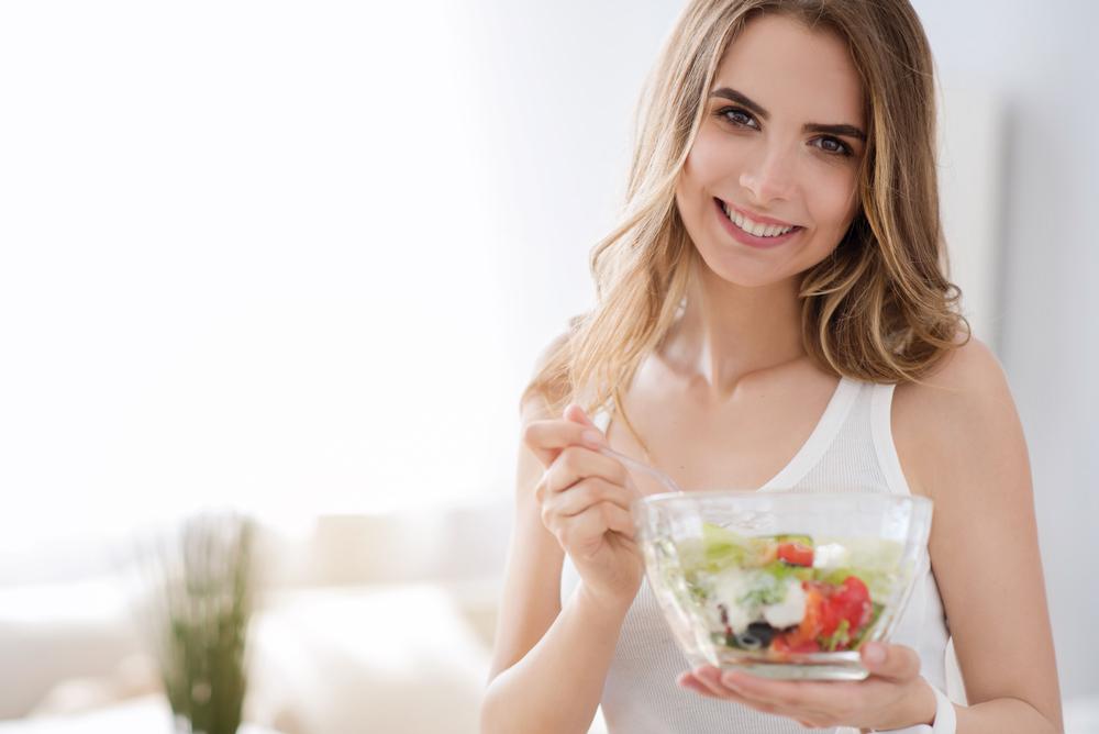 ダイエットをしている女性