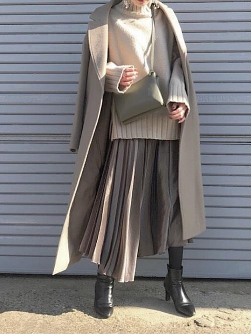 プリーツスカートを使った0度の服装
