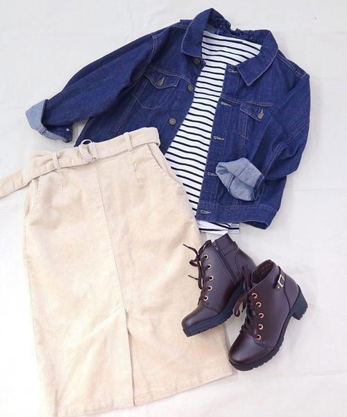 デニムジャケットとコーデュロイスカート