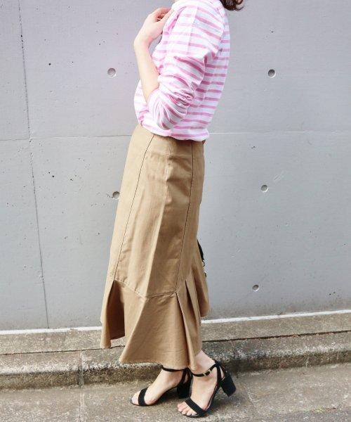 ラッフルスカート×ボーダーTシャツのコーデ