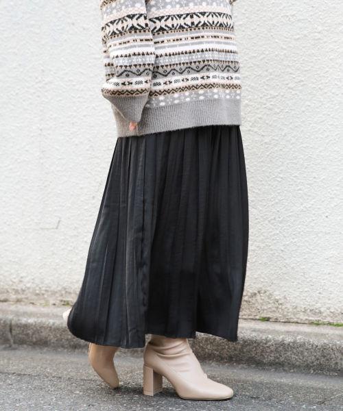 黒のプリーツスカート