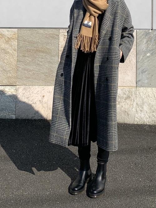冬の黒プリーツスカートコーデ