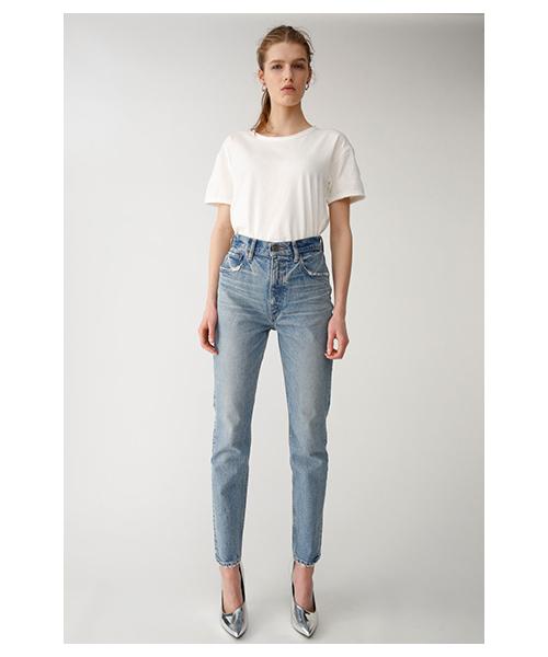 Tシャツとジーンズ
