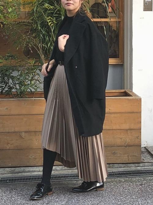 チェスターコートを使ったモナコの服装