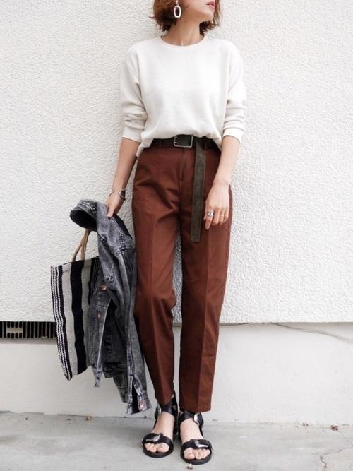 ワッフルTシャツ×ブラウンパンツ