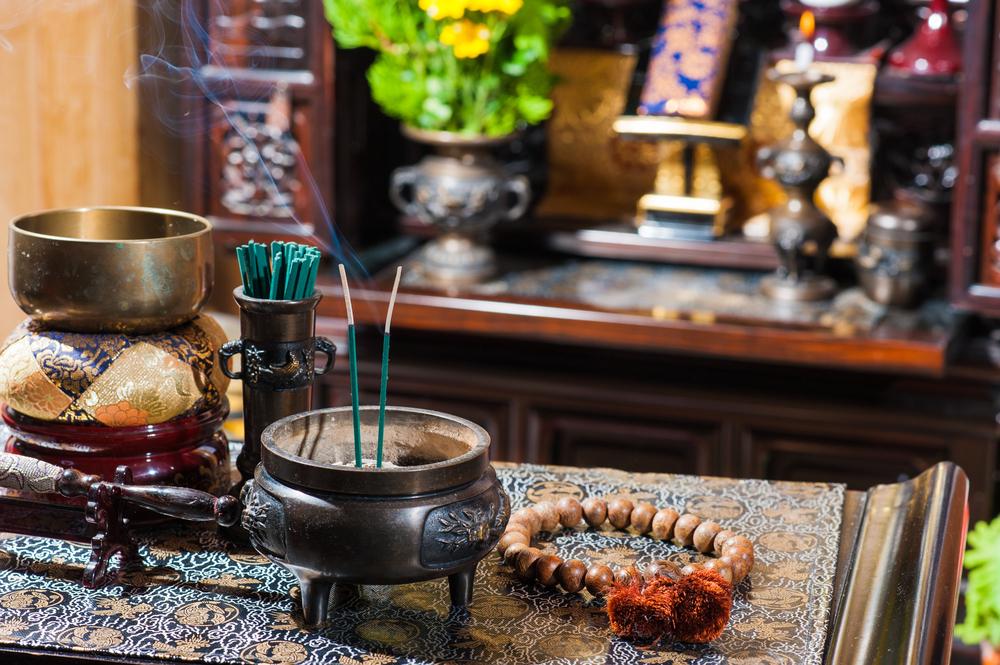 仏壇の線香とりん