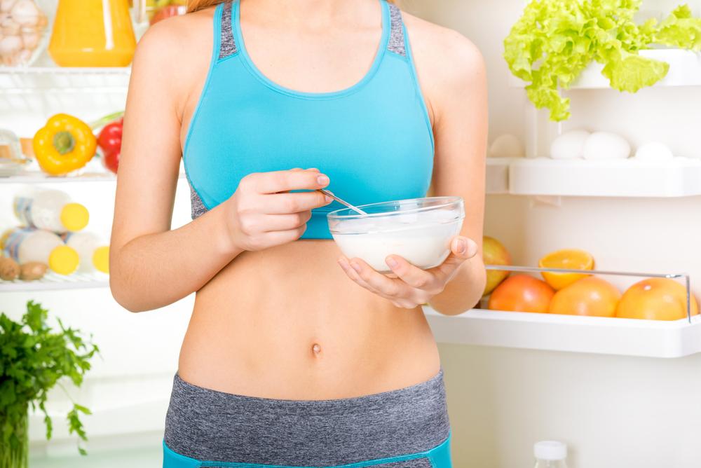 ヨーグルトダイエットをしている女性