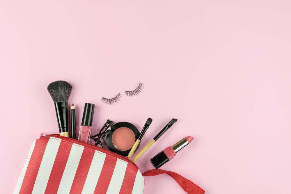 ポーチの中の化粧道具