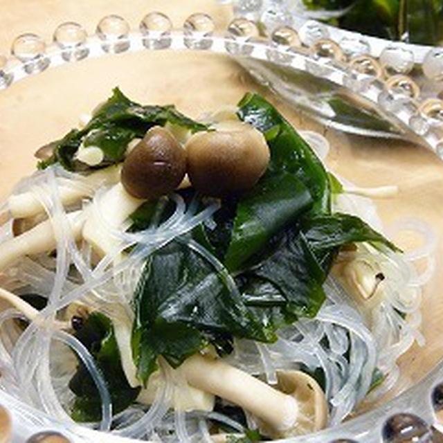 緑豆春雨としめじ入りの海藻サラダ
