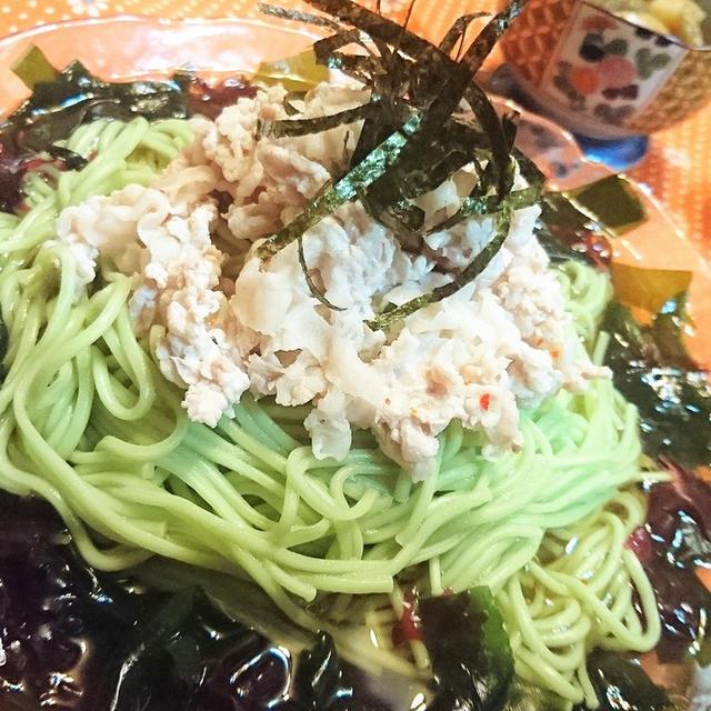 ピリ辛豚しゃぶ冷や麦の海藻サラダ仕立て