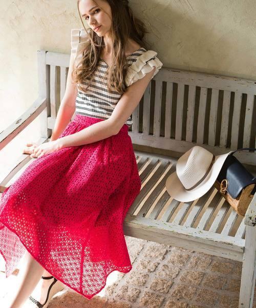 ピンクのカットワークレーススカート