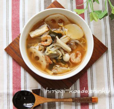 脂肪燃焼デトックス!たっぷりきのこと根菜もやしキムチスープのレシピ