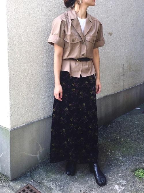 半袖サファリジャケット×花柄スカート